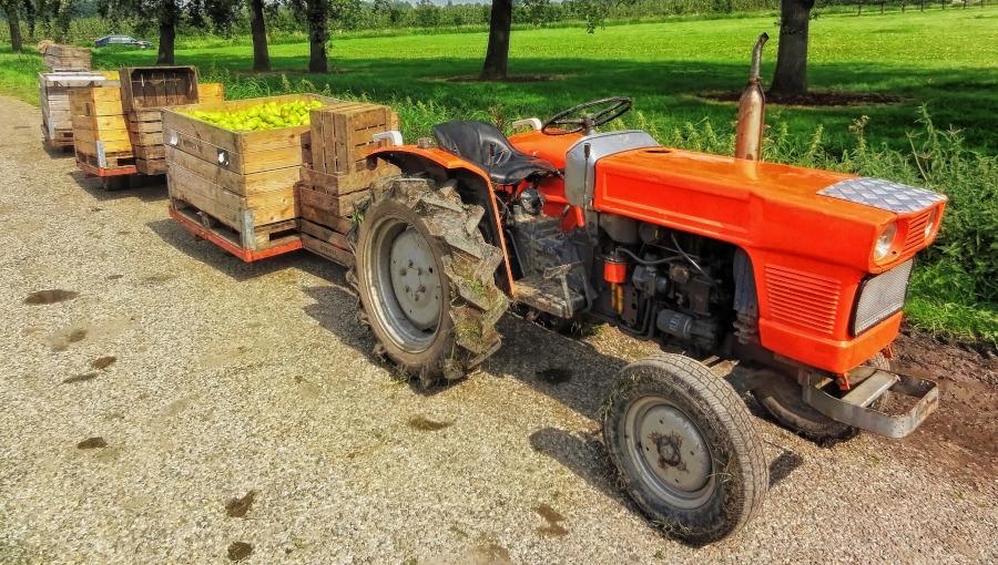 Mini ciągnik ogrodniczy czy legendarny Ursus C-330? Co do lekkich prac w gospodarstwie?
