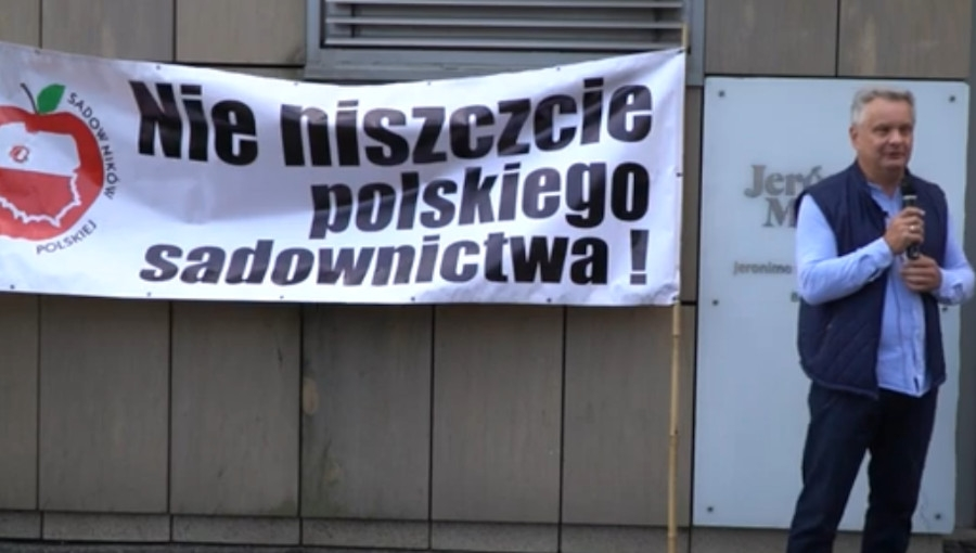 Protest garstki sadowników pod Biedronką