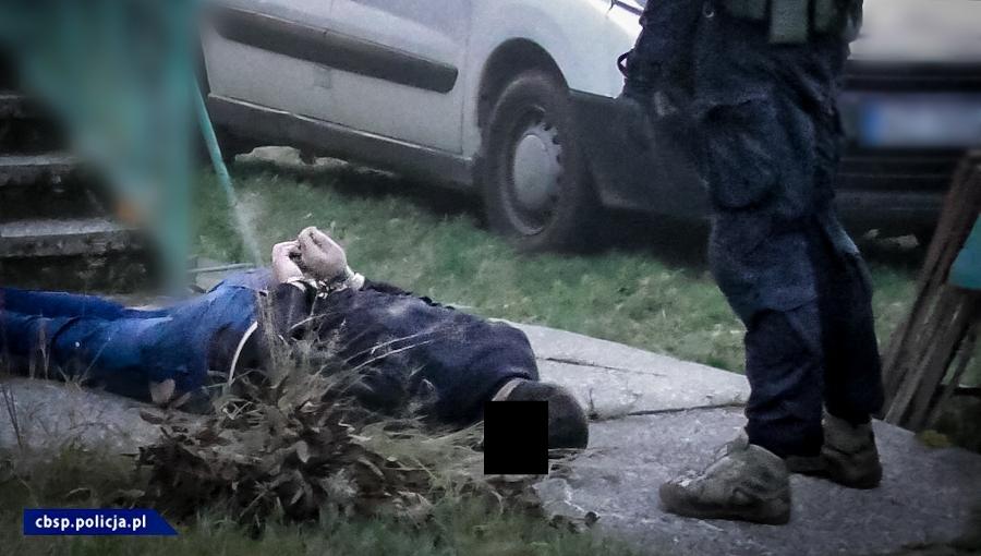 Policjanci rozbili dziuplę narkotykową w sadzie pod Grójcem