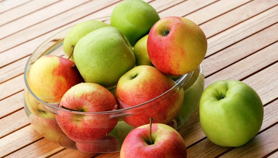 W styczniu i w lutym jabłka najpopularniejsze, ale cytrusom coraz bliżej do prowadzenia
