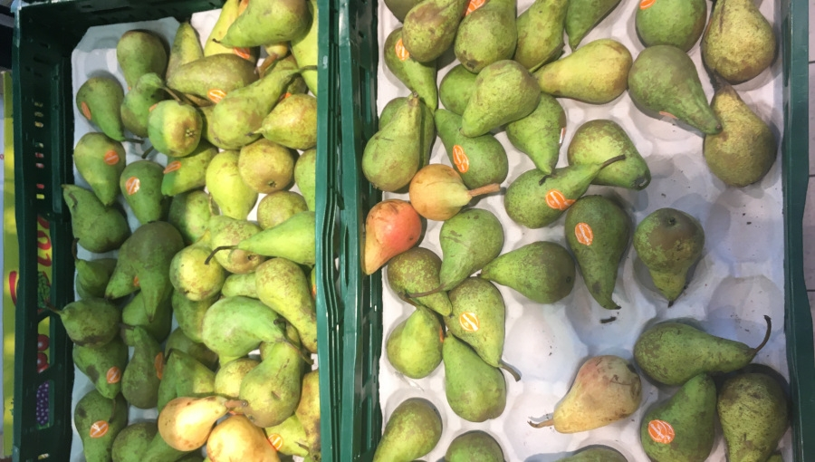 Dlaczego markety skupują i sprzedają owoce przemysłowe?