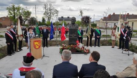 Uroczyste odsłonięcie pomnika prof. Eberharda Makosza w Belsku Dużym